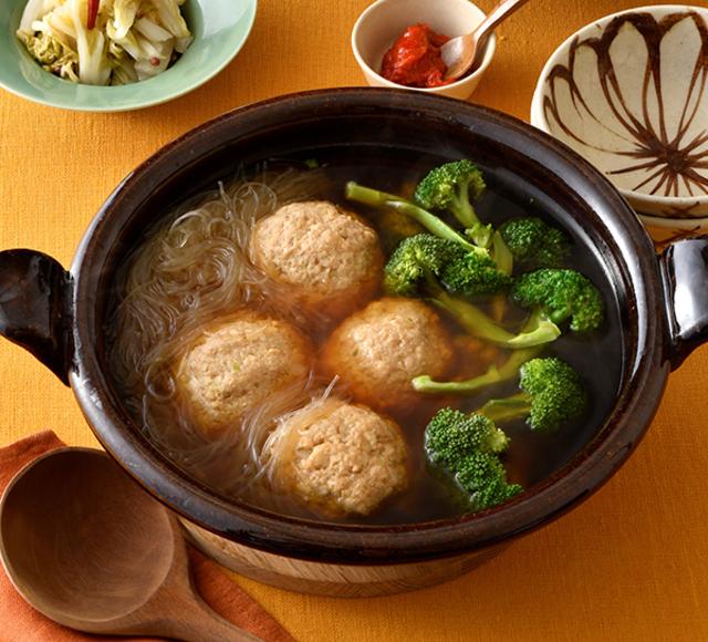ふんわり食感がおいしい「肉団子とブロッコリーのスープ鍋」の
